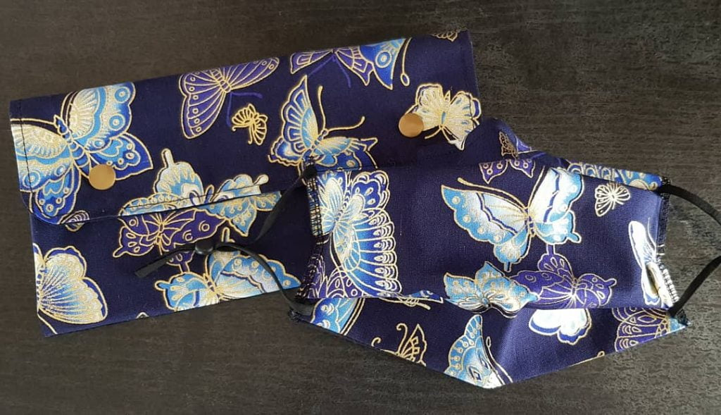 Pochette à masques tissu papillons