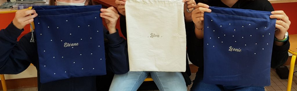 Prénom en flex sur sacs à linge sale